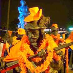 De Nachtwacht in Oranje stemming