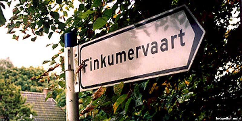 Het beroemde bruggetje over de Finkumervaart bij Bartlehiem: hier gebeurt het bij een Elfstedentocht