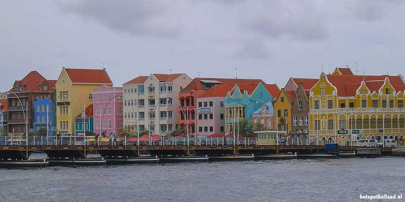 Het historische deel van Willemstad, binnenstad en haven op Curaçao