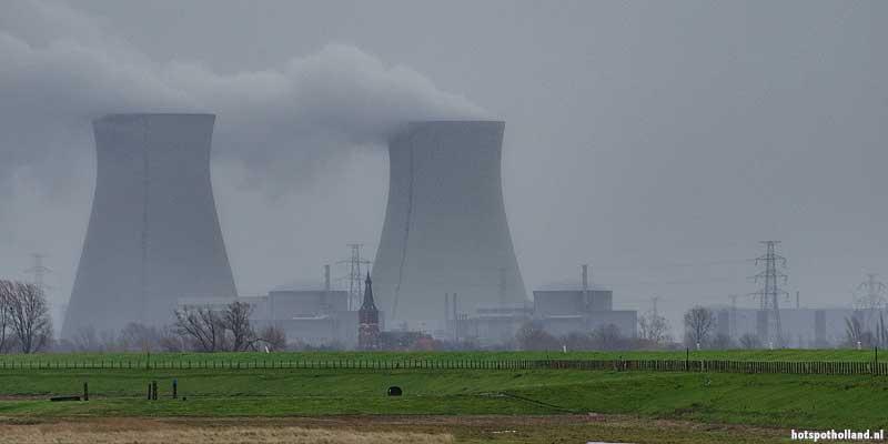 Doel, de spookstad van België. Te zien vanuit Nederland