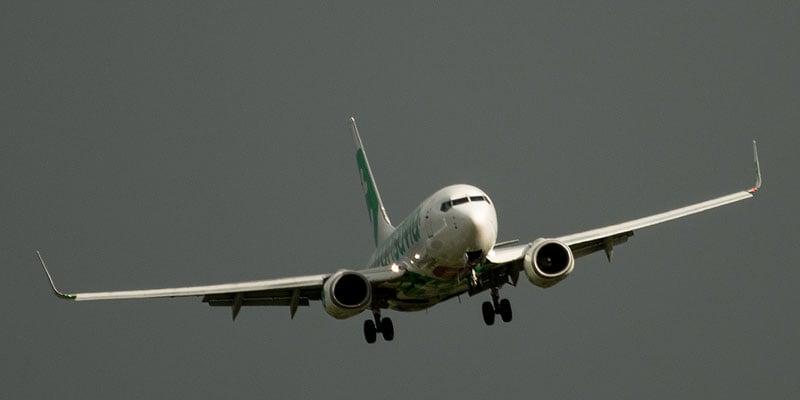 Landing op Eindhoven Airport tijdens harde wind