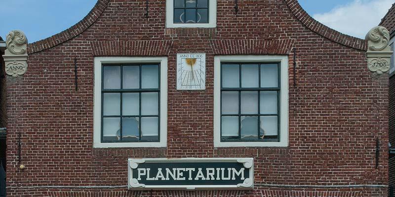 Het Eise Eisinga Planetarium in het centrum van het oude universiteitsstadje Franeker