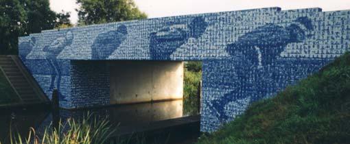 De karakteristieke Elfstedenbrug over rivier de Murk