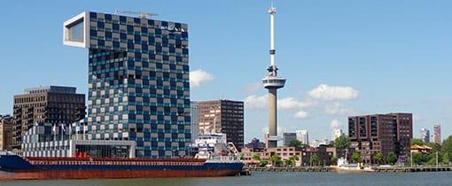 De Euromast in Rotterdam vanaf de Maas