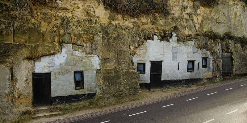 Enkele grotwoningen in Geulhem, Zuid-Limburg