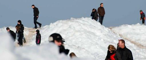 IJsbergen bedreigen Hindeloopen na een strenge winter