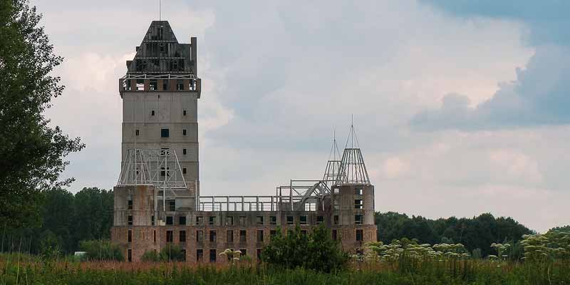 kasteel almere: hedendaagse kasteelruïne flevoland