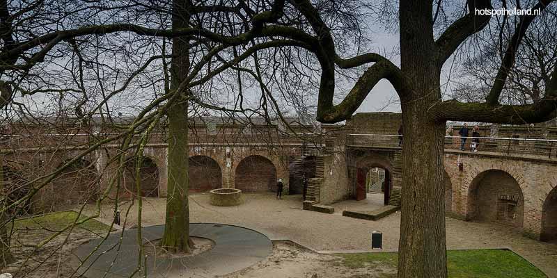 Het verborgen mottekasteel in hartje Leiden