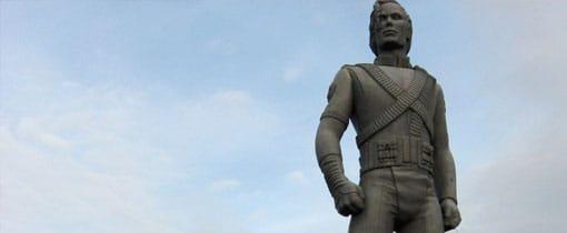 Het enorme standbeeld van Michael Jackson is na het overlijden van de King of Pop uitgegroeid tot een heus bedevaartsoord voor de fans