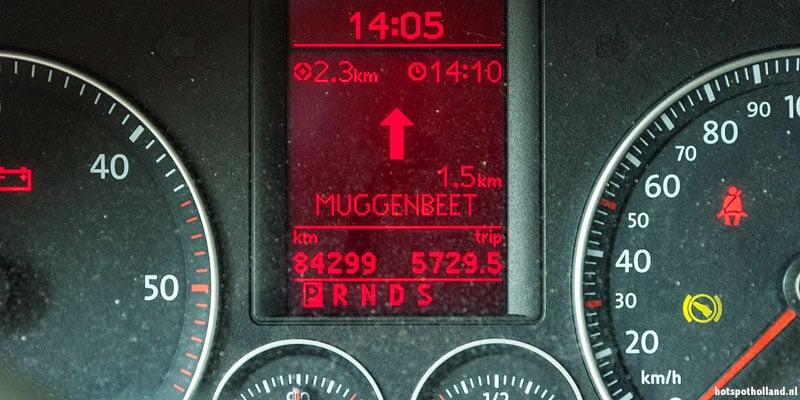 We zijn bijna gearriveerd. Maar durven we in Muggenbeet wel de auto uit?
