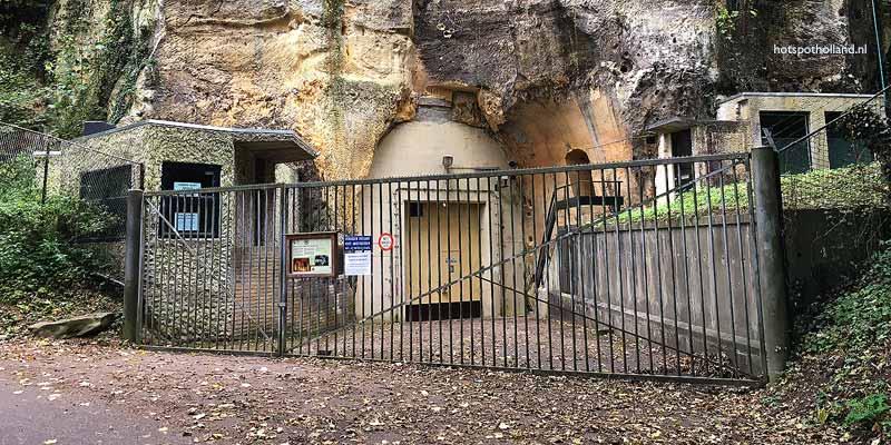 De ingang van het NAVO hoofdkwartier bij Neercanne