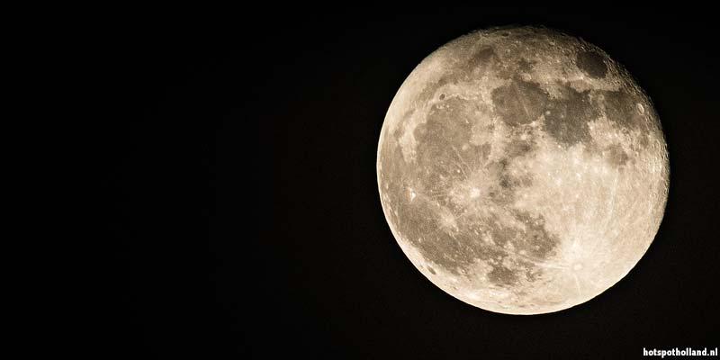 De maan boven Dwingeloo