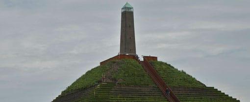 De Pyramide van Austerlitz in de bossen bij Zeist op de Utrechtse Heuvelrug