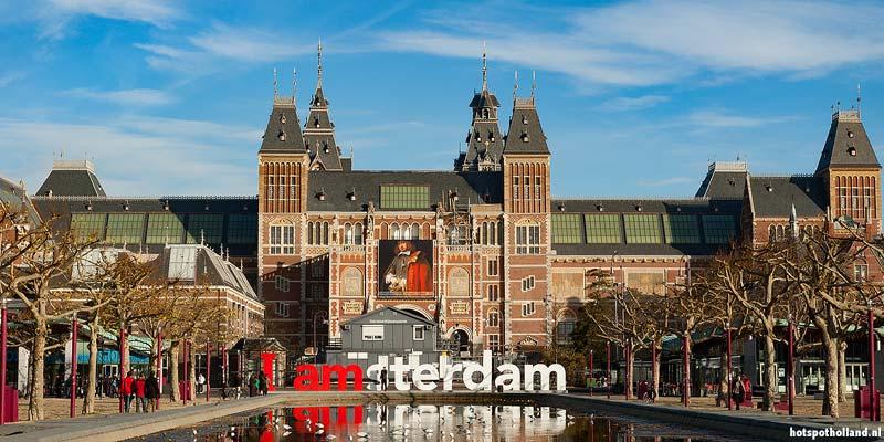Het Rijksmuseum in Amsterdam. Toen nog met de bekende IAmsterdam letters