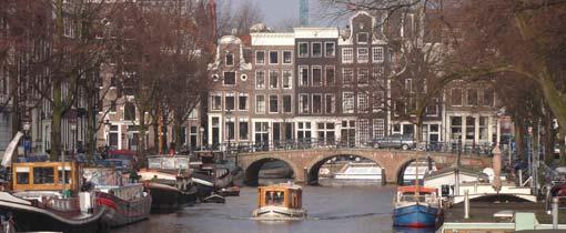 De grachten van Amsterdam. Shoppen in een van de vele kleine winkeltjes of genieten op een terrasje