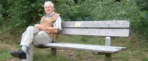 Een wandelaar geniet van de rust en het uitzicht op het bankje van Het Stilste Plekje van Nederland. Toch weet hij een stillere plek te vinden. Zijn tip: De Boschplaat op Terschelling. Afgezien van het ruisen van de zee en de wind is het daar écht