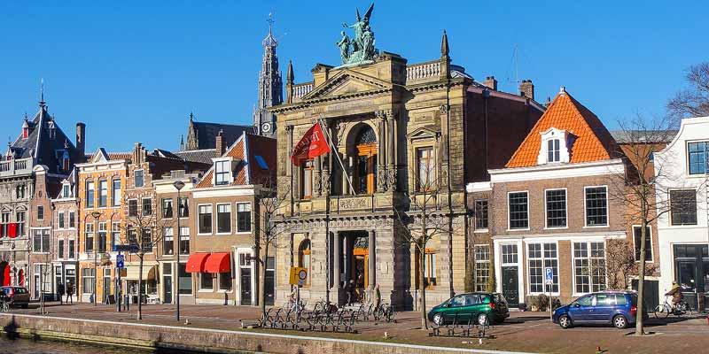 Teylers Museum aan het Spaarne in Haarlem