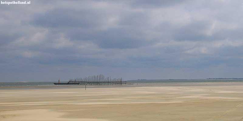 Zand, zand, zand. Zo ver als het oog rijkt zie je zand... je bent in de Sahara van het Noorden. Maar op het einde van de woestijn is een uitweg: het bootje naar Texel