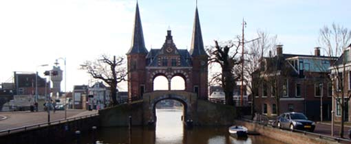 De beroemde Waterpoort is te vinden in een van de Friese Elfsteden